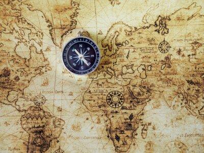 Fototapeta Kompas na vinobraní mapě. Retro styl.