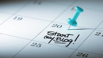Koncepce obraz kalendář s modrým push pin. Detailní záběr o