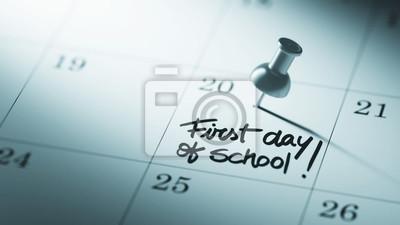 Koncepce obraz kalendář s připínáček. Detailní záběr na