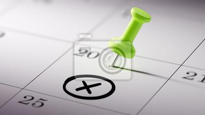 Koncepce obraz kalendář s zeleným připínáček. detailní záběr