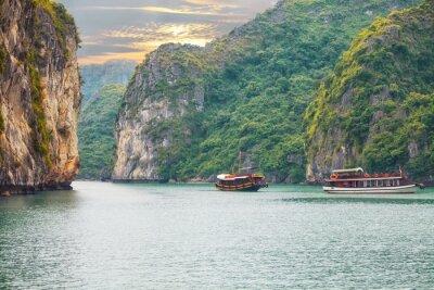 Fototapeta krajina Západ slunce na Halong Bay