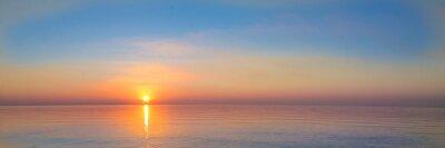 Fototapeta krajina - západ slunce na pobřeží, vlny, horizont. pohled shora.