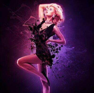 Fototapeta Krásná dívka tanečnice v černých šatech v póze tvůrčí přes umění