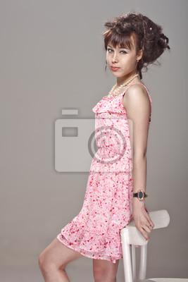 16d2beffa828 Krásná dívka v růžových šatech fototapeta • fototapety wide - eyed ...