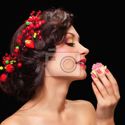 5f71489375b1 Krásná mladá žena s večerní make-up ve stylu s fototapeta ...