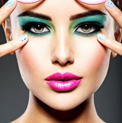 Fototapeta Krásná tvář ženy se zeleným živým make-up očí