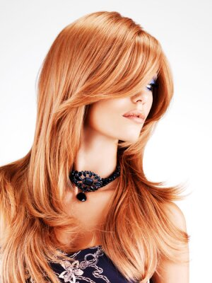 Fototapeta Krásná žena s dlouhými červenými vlasy
