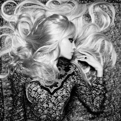 Fototapeta Krásná žena s nádherným vlasy