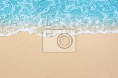 Fototapeta krásné písečné pláže a měkké modré vlny oceánu