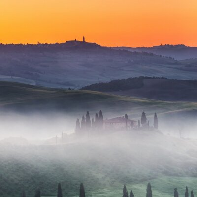Fototapeta Krásné Toskánsko krajiny při východu slunce, Itálie