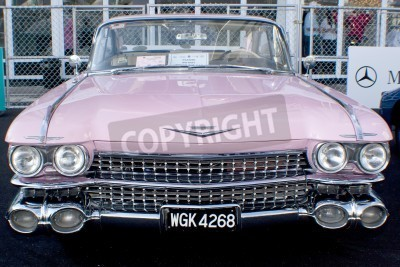 Fototapeta Kuala Lumpur, Malajsie - 27. března: Cadillac na displeji v průběhu 8. KL Vintage a Classic Car prostranství na Petronas Pit Pulse KLCC 27.března 2010 v Kuala Lumpur, Malajsie.