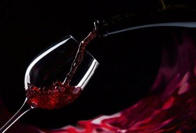 Fototapeta Láhev a sklenice s červeným vínem