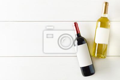 Fototapeta Láhev červeného a bílého vína na bílý dřevěný stůl plochý ležel shora
