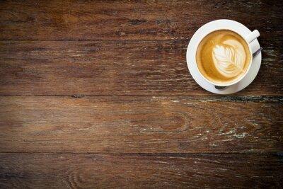 Fototapeta latte kávu na dřevo s prostorem.