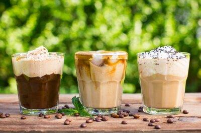 Fototapeta Ledová káva s mlékem a šlehačkou