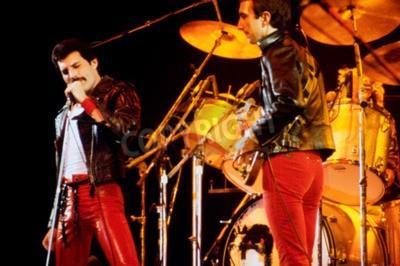Fototapeta Leiden, Nizozemsko - 27.listopadu 1980: Queen během koncertu v Groenoordhallen v Leidenu v Nizozemsku
