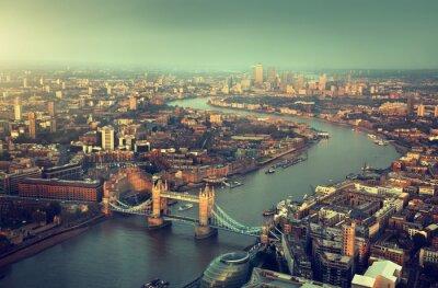 Fototapeta Letecký pohled na Londýn s Tower Bridge v západu slunce