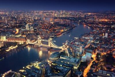 Fototapeta Londýn v noci s městskými architektur a Tower Bridge
