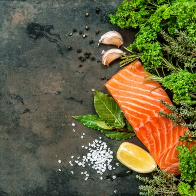 Fototapeta Losos rybí filé s bylinkami koření. Plody moře