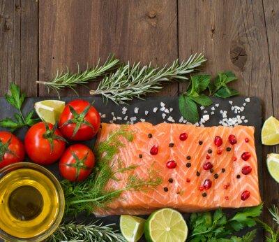 Fototapeta Losos se zeleninou, olivovým olejem a bylinkami