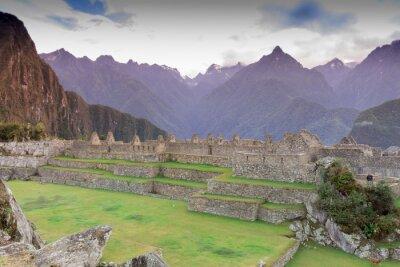 Fototapeta Machu Picchu, Cuzco, Peru v časných ranní mlze, našel na strmých svazích pohoří And.