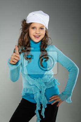 Fototapeta Malá krásná dívka v podzimní oblečení