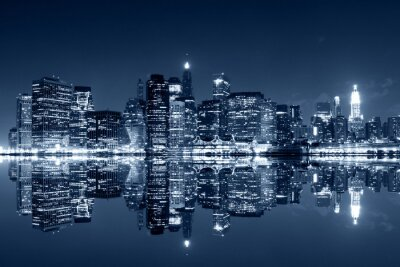 Fototapeta Manhattan v noci s odrazy na řece Harlem