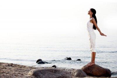 Fototapeta meditace na písečné pláži