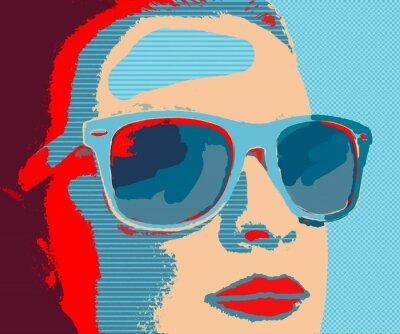 Fototapeta Mladá žena portrét se slunečními brýlemi v pop-art stylu