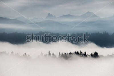 Fototapeta Mlhavé horské krajiny v Britské Kolumbii, Kanada