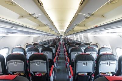 Fototapeta Moderní interiér letadla. Černá a červená míst uvnitř letounu. Symetrické mizí řada sedadel uvnitř letecké dopravy. Třída Ekonomika letu. Zařízení pro cestování. Prázdný osvětlené letadlo.