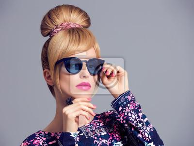 Fototapeta Módní model sexy dívka portrét. Blond v Glamour sluneční brýle 8953fa8f3e