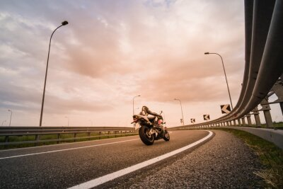 Fototapeta Motociclista su moto da strada