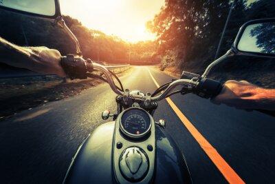 Fototapeta Motocykl na prázdné asfaltové silnici