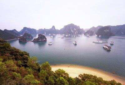 Fototapeta Nádherné panorama proslulé Halong Bay
