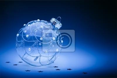 navrhnout Vánoční karta s vánoční koule na tmavě modrém poza