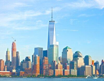 Fototapeta New York City v dolním Manhattanu, finanční wall street okresní budovy panoráma na krásný letní den s modrou oblohou