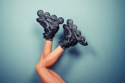 Fototapeta Nohy žena na sobě kolečkových bruslích