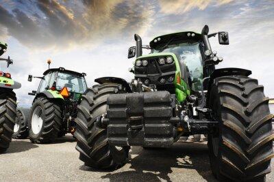 Fototapeta obří traktory nastavit proti západu slunce oblohu a mraky