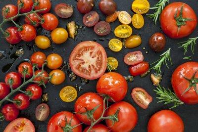 Fototapeta Odrůdy rajčat na černém zpětný pohled
