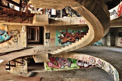 Fototapeta Opuštěné budovy pokryté graffiti nedaleko Jeruzaléma.