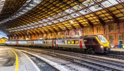 Fototapeta Osobní vlak na nádraží Bristol Temple Meads, Anglie