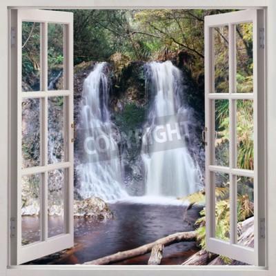 Fototapeta Otevřené okno pohled na Hogarth Falls - příjemná malý vodopád zasazeno do lidé s parku v malebné pobřežní městečka Strahan, Tasmánie, Austrálie