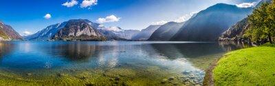 Fototapeta Panorama křišťálově čisté horské jezero v Alpách