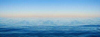Fototapeta Panorama z mořských vln na pozadí úsvitu