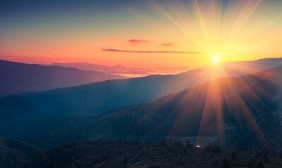 Fototapeta Panoramatický pohled na barevné svítání v horách. Snímek s použitým filtrem: cross zpracované vintage efekt.
