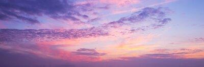 Fototapeta Panoramatický výhled na růžovou a fialovou oblohu při západu slunce