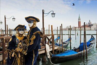 Fototapeta Pár v karnevalové masky v Benátkách.