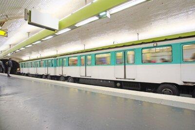 Fototapeta Paříž, Francie, 12.02.2016: metro vlak v Paříži, Francie. Metro je velmi populární doprava v Paříži