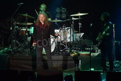 Fototapeta PILSEN, ČESKÁ REPUBLIKA - 27. července 2016: Slavný anglický zpěvák Robert Plant Během svého vystoupení v Plzni, Česká republika, 27. července 2016.